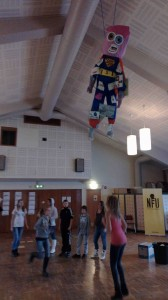 """""""Super-bebis"""", ett samarbete mellan Leif Holmstrand och klass 7:2C Centralskolan i Svedala"""